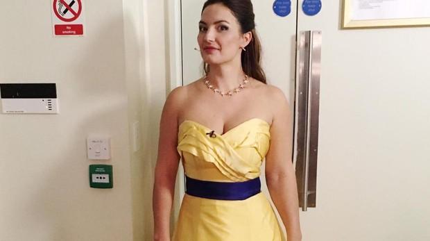 La soprano Anna Patalong llevando el vestido de la polémica