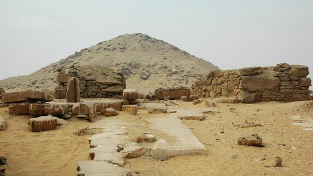 Restos del complejo fúnebre de Djedkare Isesi