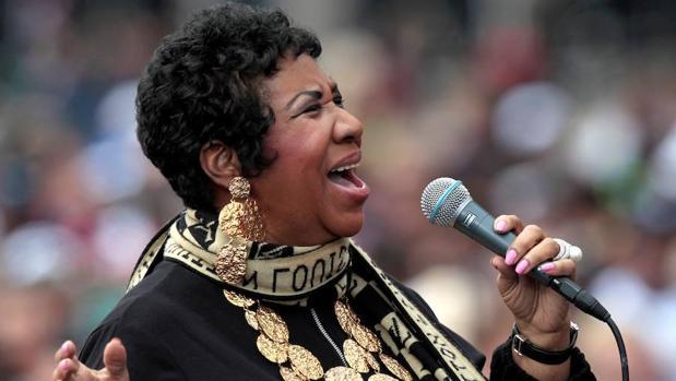 La cantante, durante su actuación en el centro del Renacimiento en Detroit , en 2011