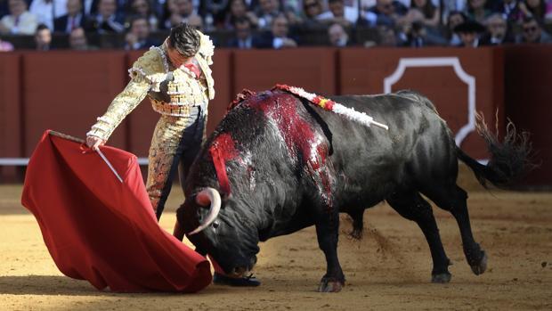 Diego Urdiales, en un derechazo