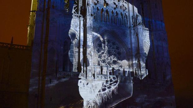 Proyección en la fachada de la Catedral de Burgos, en una edición anterior de la Noche Blanca