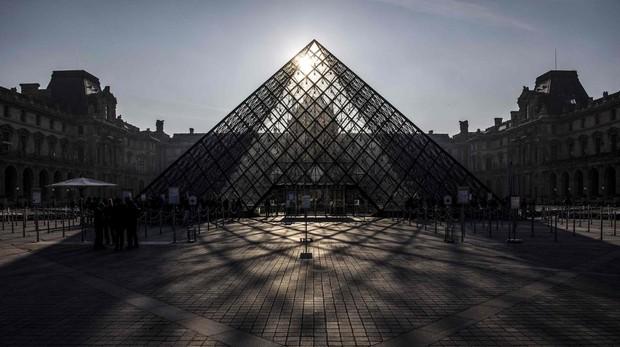 Insólita imagen del Louvre cerrado