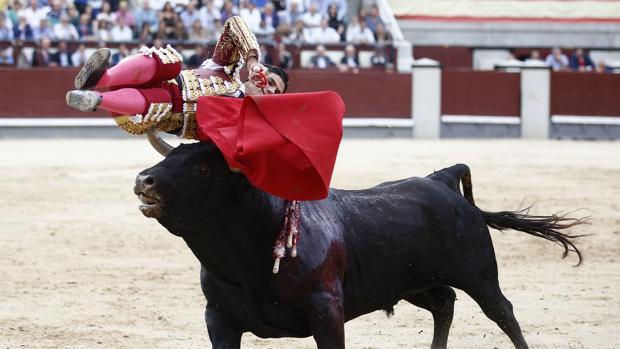 Pablo Aguado, en el momento de la cornada