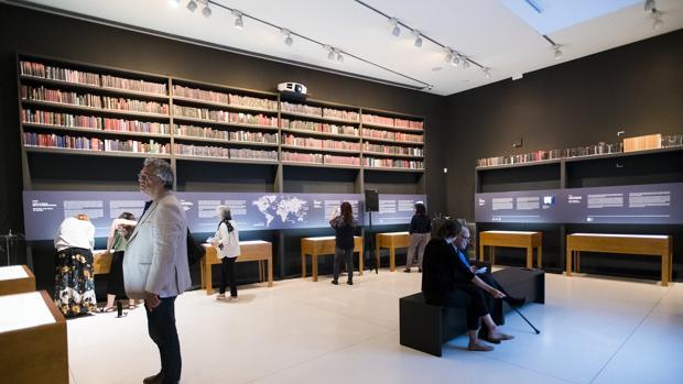 La colección está compuesta por 1600 Biblias