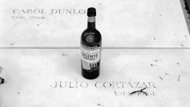 La tumba de Julio Cortázar en Montparnasse (París)