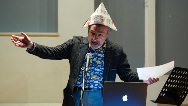 José Iges durante una de sus «present-acciones»