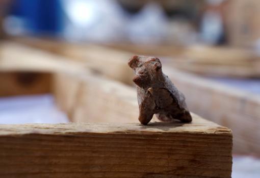 Una figura encontrada en el asentamiento