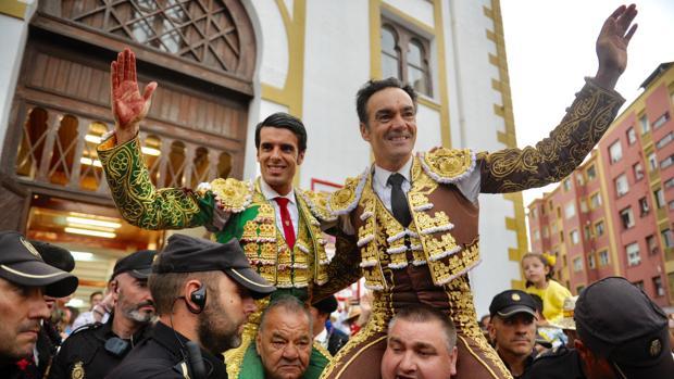 Emilio de Justo y El Cid se marchan por la puerta grande de Cuatro Caminos