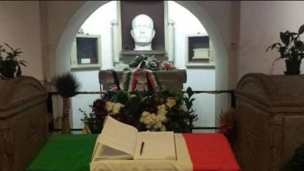 La cripta en la que descansan los restos de Mussolini