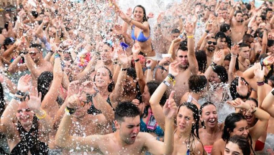 Son ya 42 los festivales denunciados por Facua por prohibir la entrada con comida y bebida del exterior