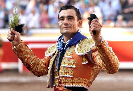 Paco Ureña da feliz la vuelta al ruedo con sus premios