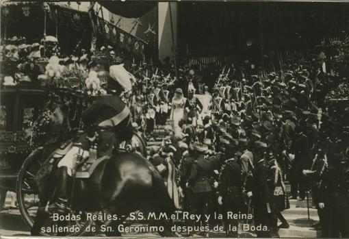 Los Reyes salen de la iglesia tras la ceremonia