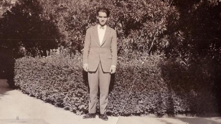 Uno de los escasos ejemplares del primer libro de Lorca, a subasta por 9.000 euros