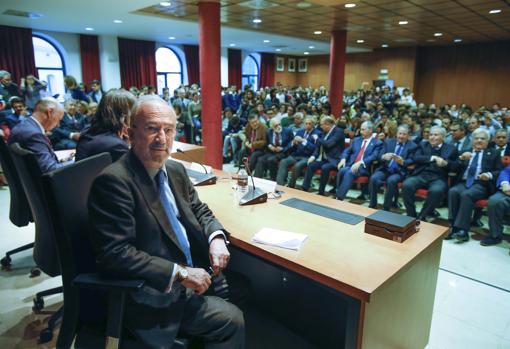 La RAE es referente en todo el hemisferio de habla hispana y los criterios se fundamentan en el diálogo con las Academias de la Lengua Española del mundo