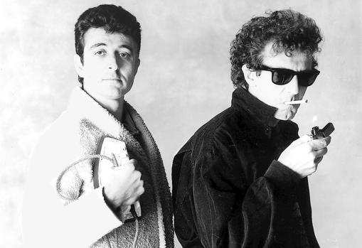 Manolo García con Quimi Portet, la otra mitad de El Último de la Fila, uno de los grupos de pop rock que cosechó gran éxito en España durante las décadas de 1980 y 1990