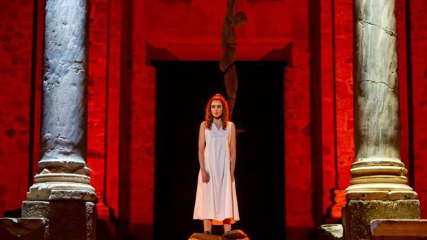 Irene Arcos encarna a Antígona en el Festival de Mérida