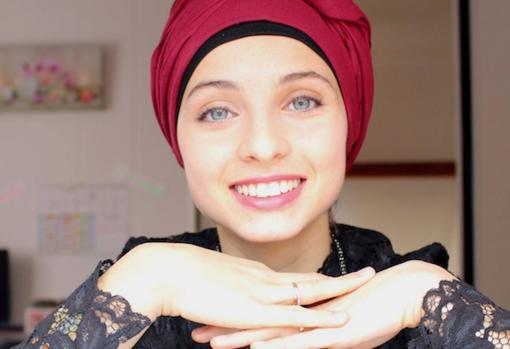 Mennel Ibtissem, when she was still a Muslim