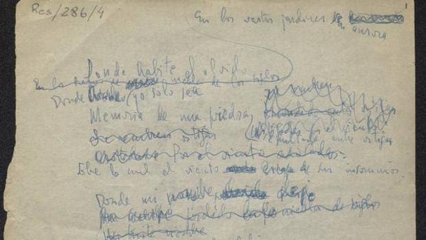 El autógrafo de Cernuda se compone de dos hojas tamaño cuartilla, escritas con tinta azul, con numerosas tachaduras y correcciones