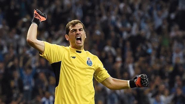 Casillas, en un partido con el Oporto