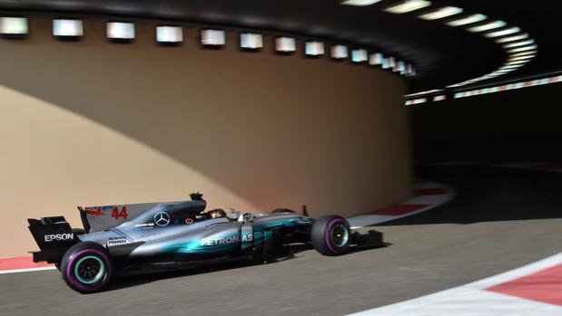 Lewis Hamilton, durante la segunda sesión libre en Abu Dabi