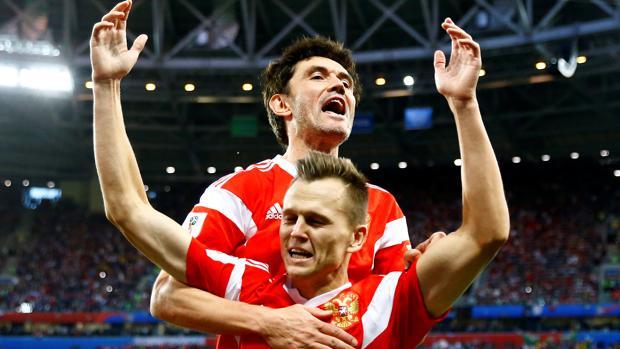 Rusia celebra uno de sus goles frente a Egipto