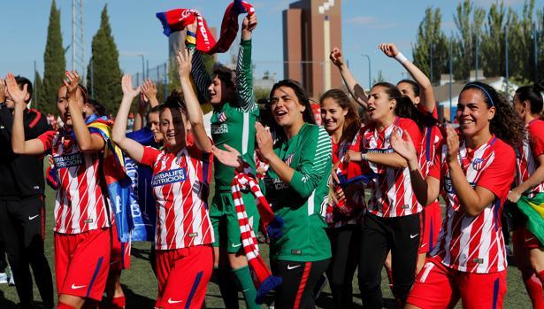 Las jugadoras del Atlético celebran la Liga Iberdrola conseguida la temporada pasada