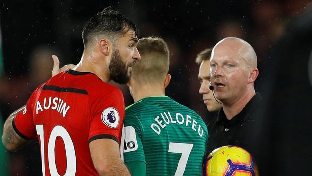 El jugador del Southampton Austin critica la anulación de su gol