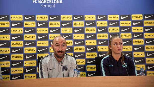 Fran Sánchez y Like Martens atienden a la prensa en la Ciudad Deportiva del Barcelona