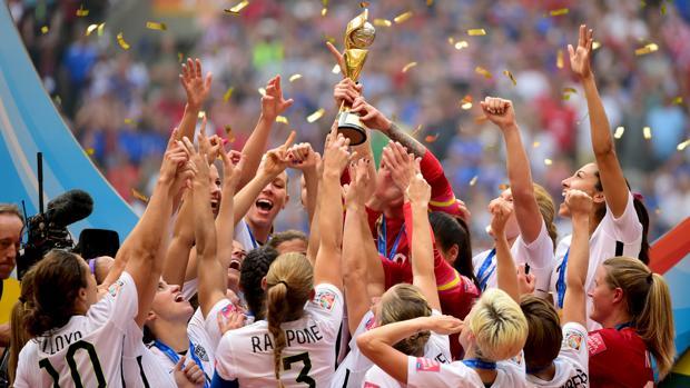 Las futbolistas de Estados Unidos festejan el Mundial de 2015