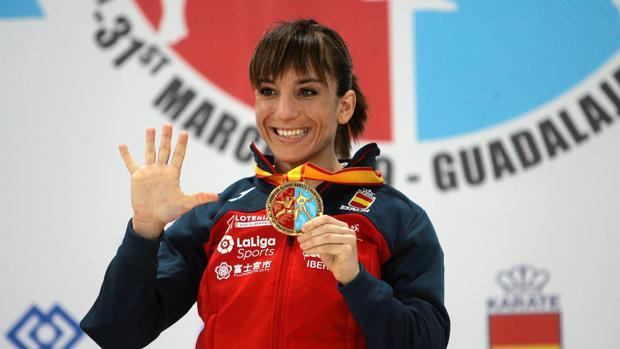 Sandra Sánchez, en el podio, con su oro europeo