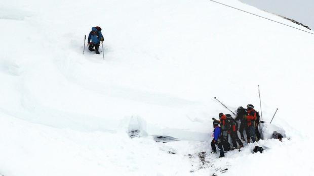 Labores de rescate tras la avalancha en los Alpes que costó tres vidas en 2016