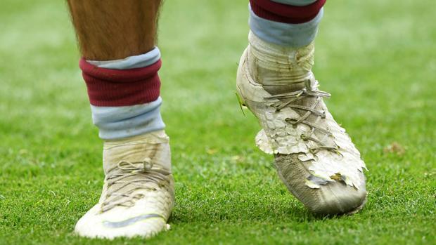 Botas de Jack Grealish durante el partido ante el Derby County