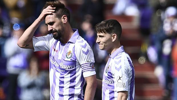 Borja Fernández y Toni Villa, durante el partido de la última jornada ante el Valencia