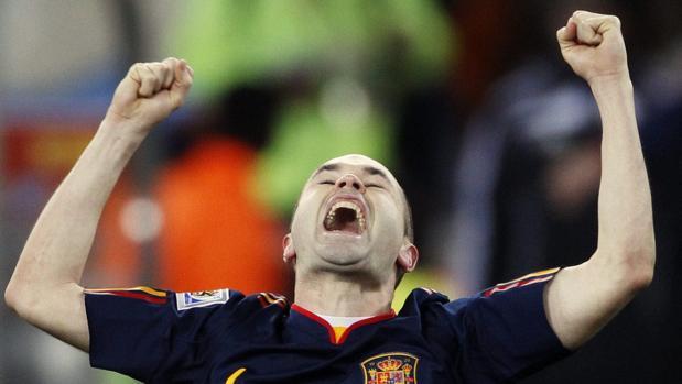 Iniesta celebra el Mundial conquistado por España