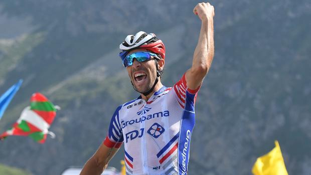 Pinot celebra su victoria en la etapa de ayer