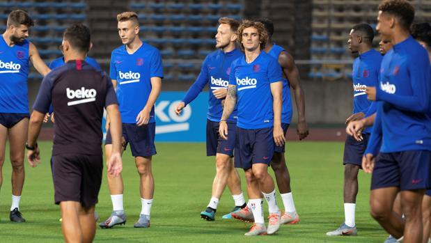 El Barcelona se entrena en Japón
