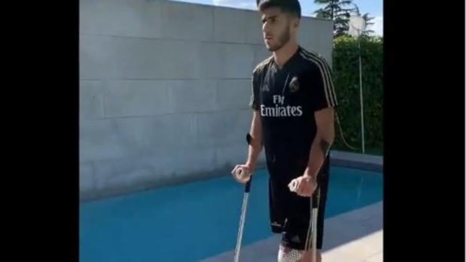 Así «aprende» Marco Asensio a caminar de nuevo