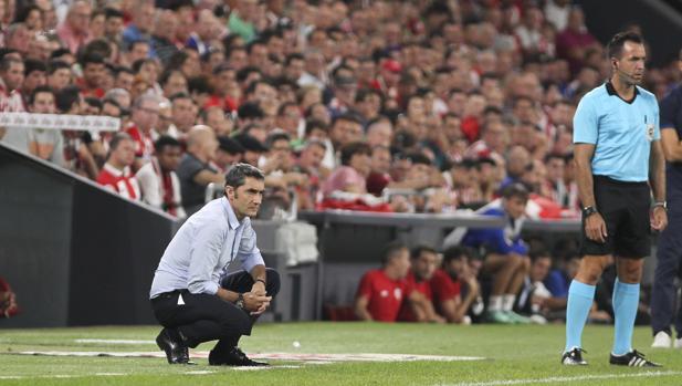 Valverde durante el partido del Barcelona en San Mamés