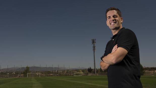 Robert Moreno posa para ABC en la Ciudad del Fútbol de Las Rozas