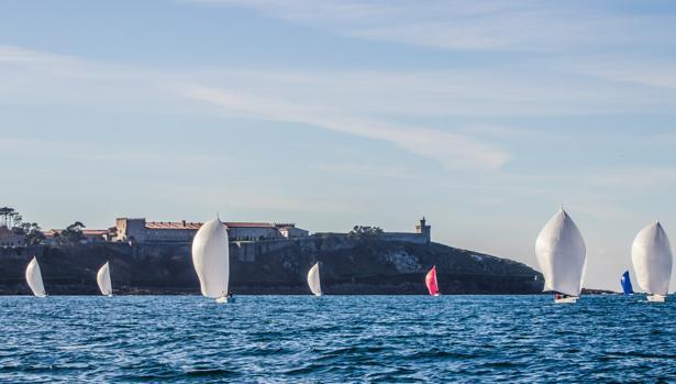 Los J80 estrenan el año de regatas en Bayona