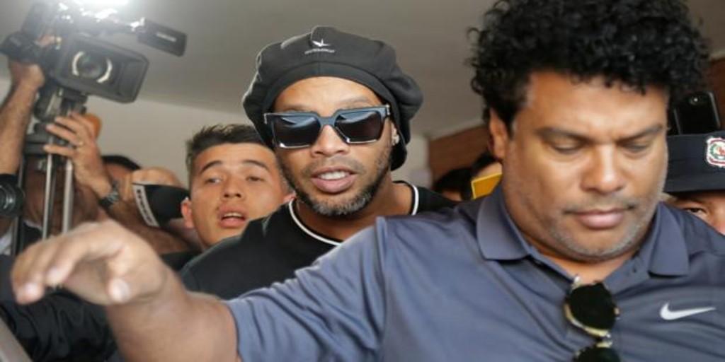 Ronaldinho, sin cargos tras ocho horas de declaración