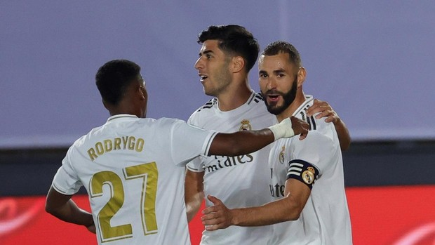 Sin Ramos, Benzema dirige al Madrid hacia el título