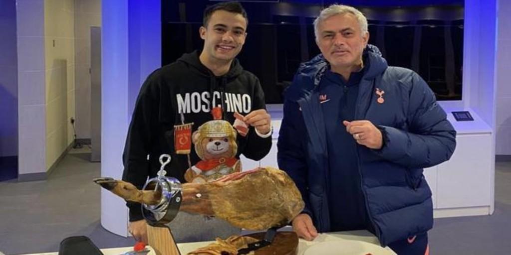 ¿Por qué le ha regalado Mourinho a Reguilón un jamón de 500 libras?