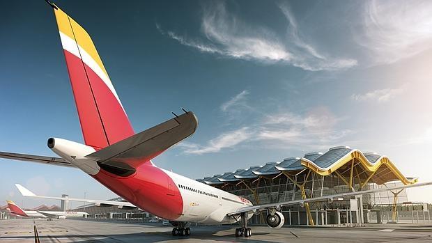 Avión de Iberia en la T4 de Barajas