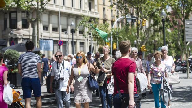 Las calles de Barcelona, llenas de turistas casi todos los días del año