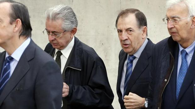 El ex director general de Caja Madrid Idelfonso Sánchez Barcoj (2d)