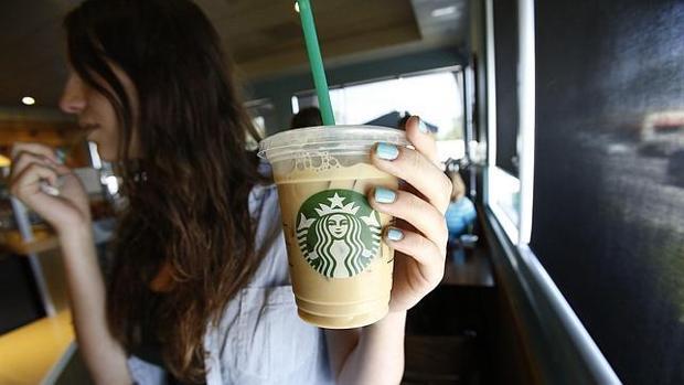 Starbucks se ha justificado afirmando que simplemente trata de adaptarse a la cultura de cada país