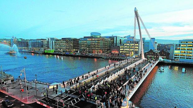 La economía irlandesa fue rescatada en 2010 por la Unión Europea.-