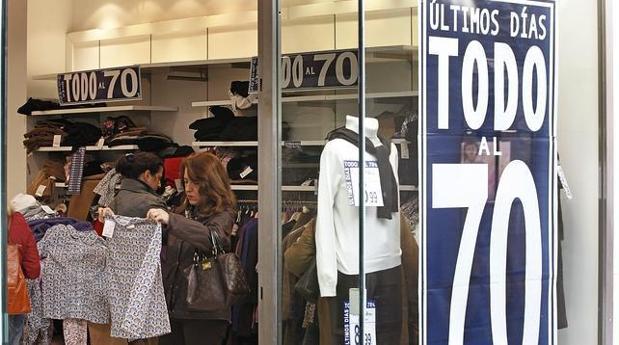 Los pequeños comerciantes cuestionan el efecto de las rebajas