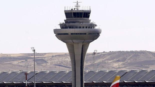 Torre de control en el aeropuerto